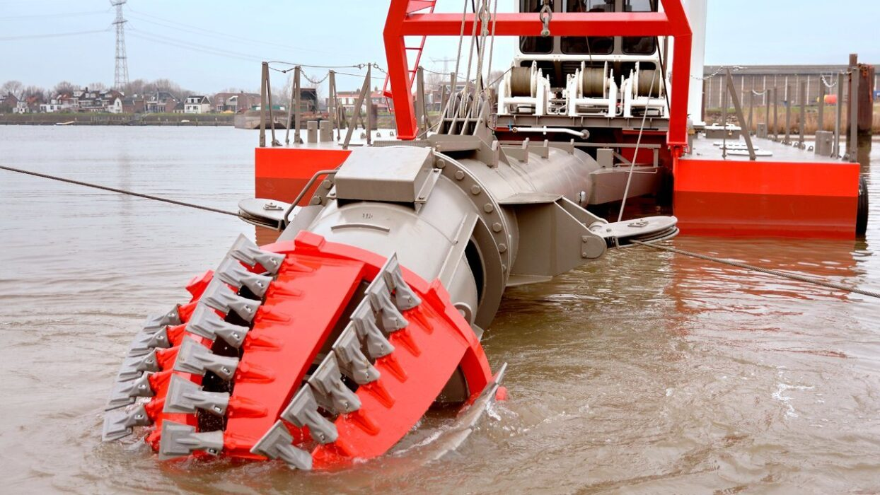 Offshore fleet 2E for Cutter suction dredger 280€ p/d